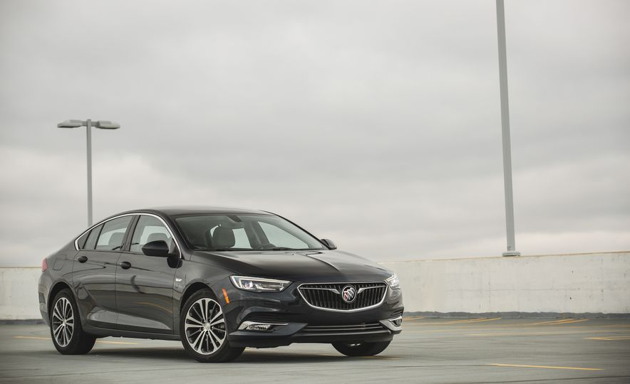 2018 Buick Regal Sportback FWD - Slide 15