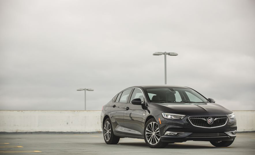 2018 Buick Regal Sportback FWD - Slide 16