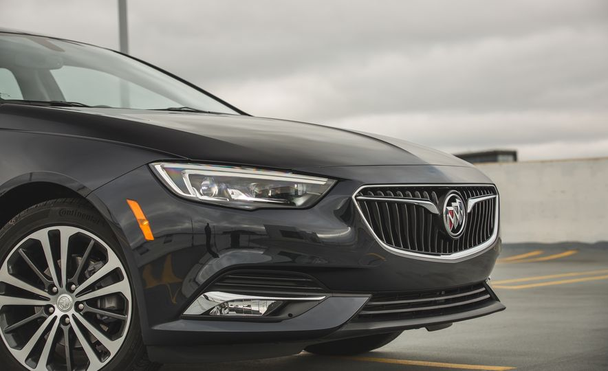 2018 Buick Regal Sportback FWD - Slide 18