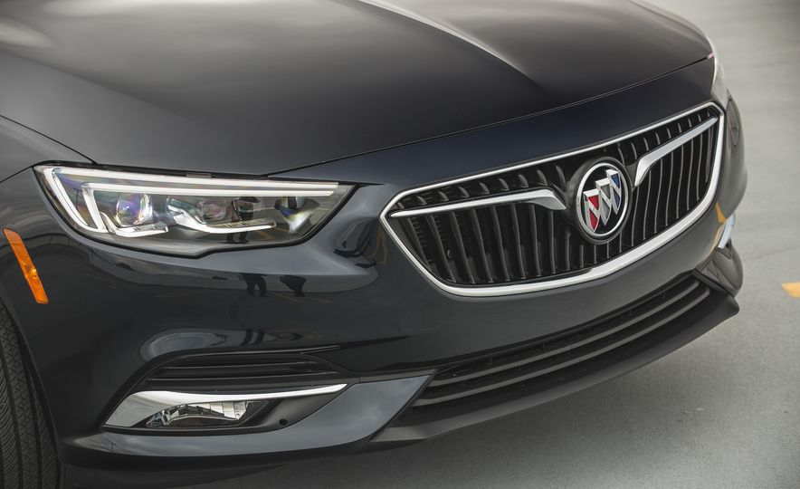 2018 Buick Regal Sportback FWD - Slide 19