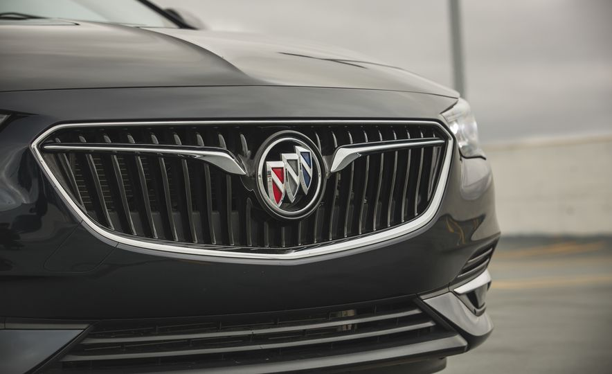 2018 Buick Regal Sportback FWD - Slide 21