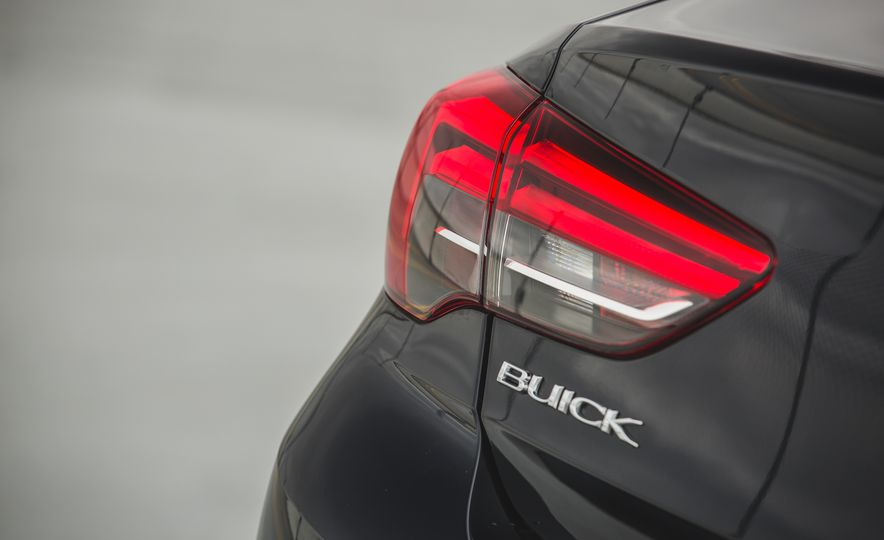 2018 Buick Regal Sportback FWD - Slide 27