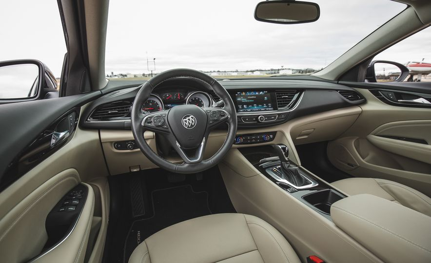 2018 Buick Regal Sportback FWD - Slide 30