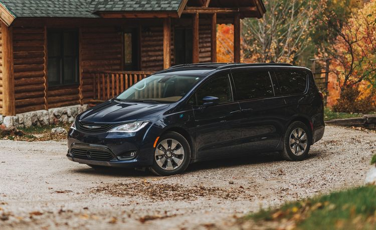 Our 2018 Chrysler Pacifica Hybrid So Far Is a Solid Minivan but a Mediocre PHEV