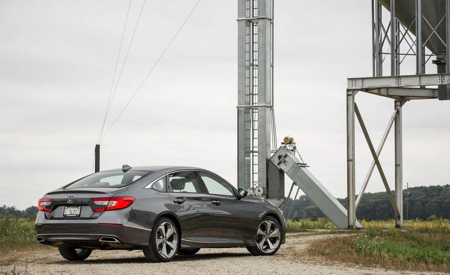 2018 Honda Accord 2.0 Turbo - Slide 4