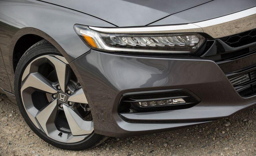 2018 Honda Accord 2.0 Turbo - Slide 5