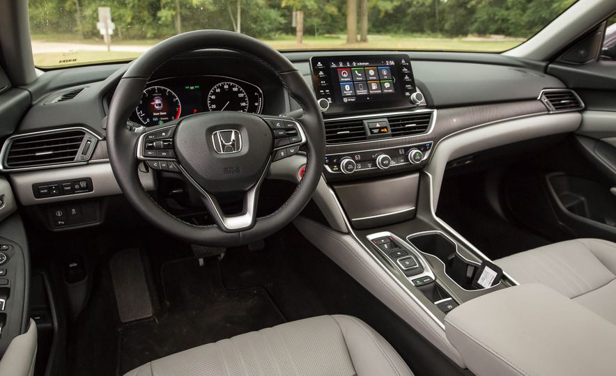 2018 Honda Accord 2.0 Turbo - Slide 10
