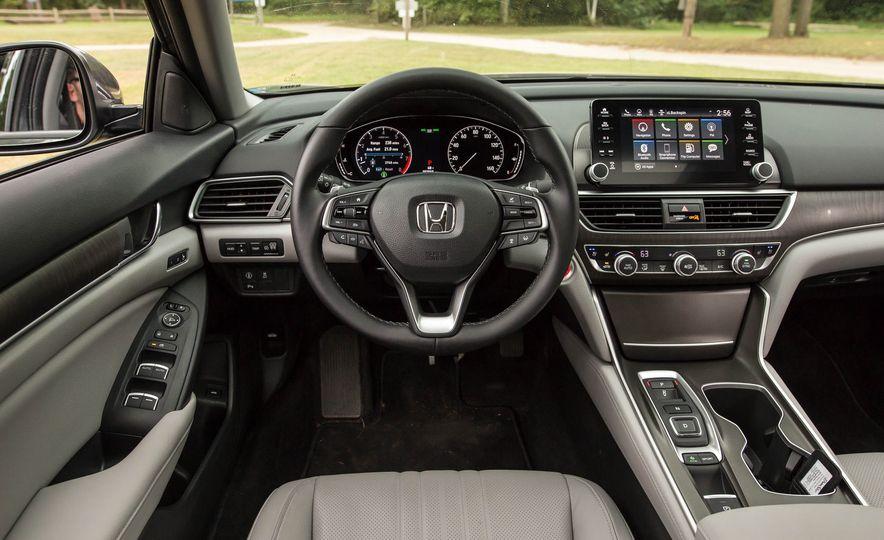 2018 Honda Accord 2.0 Turbo - Slide 11