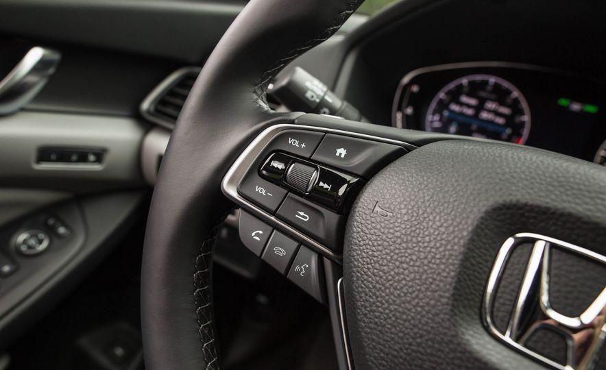 2018 Honda Accord 2.0 Turbo - Slide 13