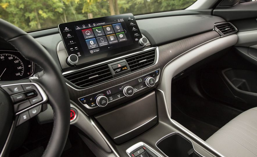 2018 Honda Accord 2.0 Turbo - Slide 16