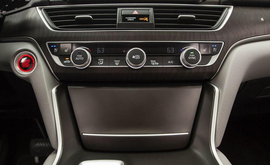 2018 Honda Accord 2.0 Turbo - Slide 18