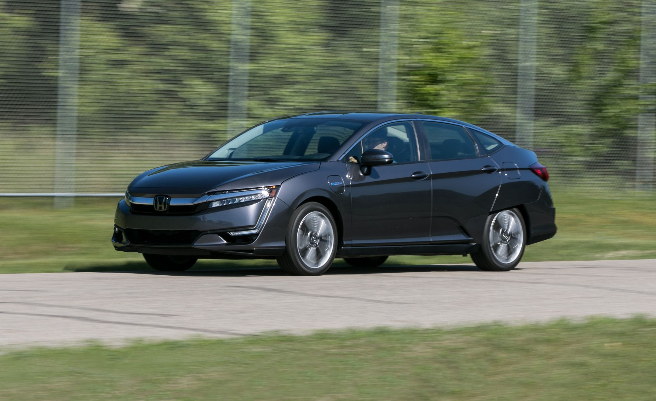 2018 Honda Clarity Plug In Hybrid Tested S Sci Fi Future Review Car And Driver