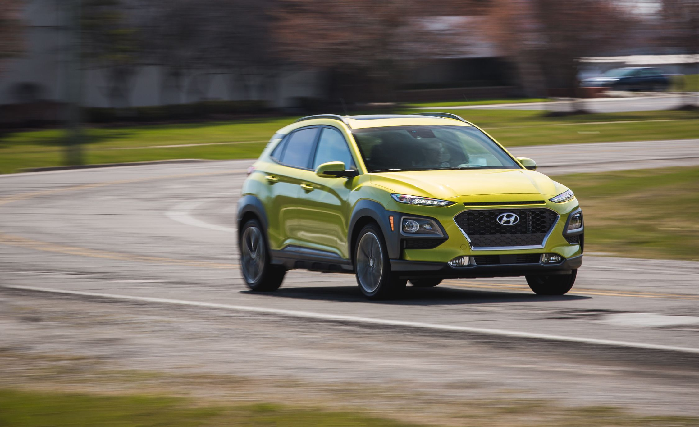 Hyundai Kona Reviews Hyundai Kona Price Photos And Specs Car - Car show display stand for sale