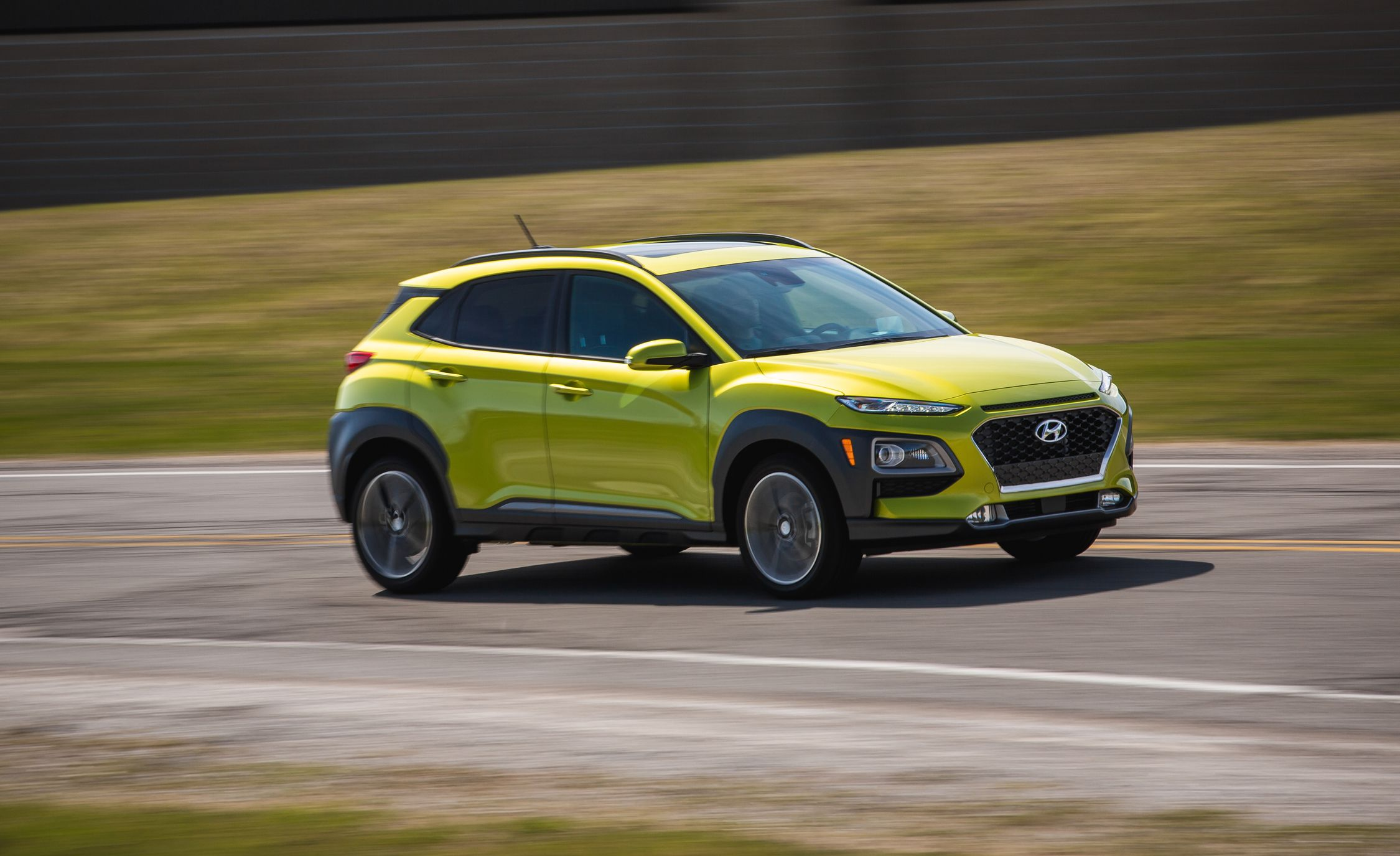 2018 hyundai kona 1 6l turbo awd test it s actually fun review car and driver. Black Bedroom Furniture Sets. Home Design Ideas