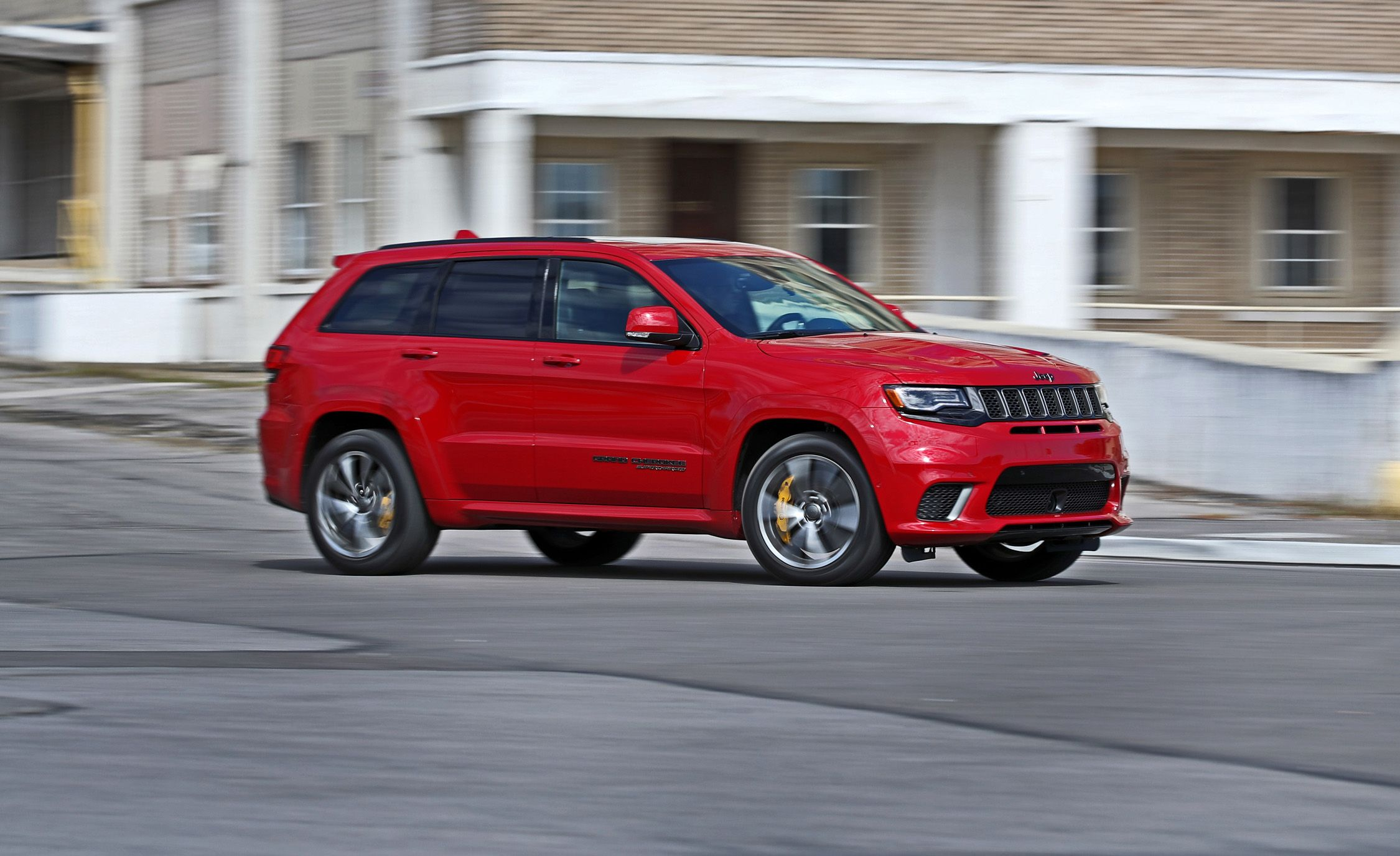jeep grand cherokee trackhawk reviews jeep grand cherokee trackhawk price photos and specs. Black Bedroom Furniture Sets. Home Design Ideas