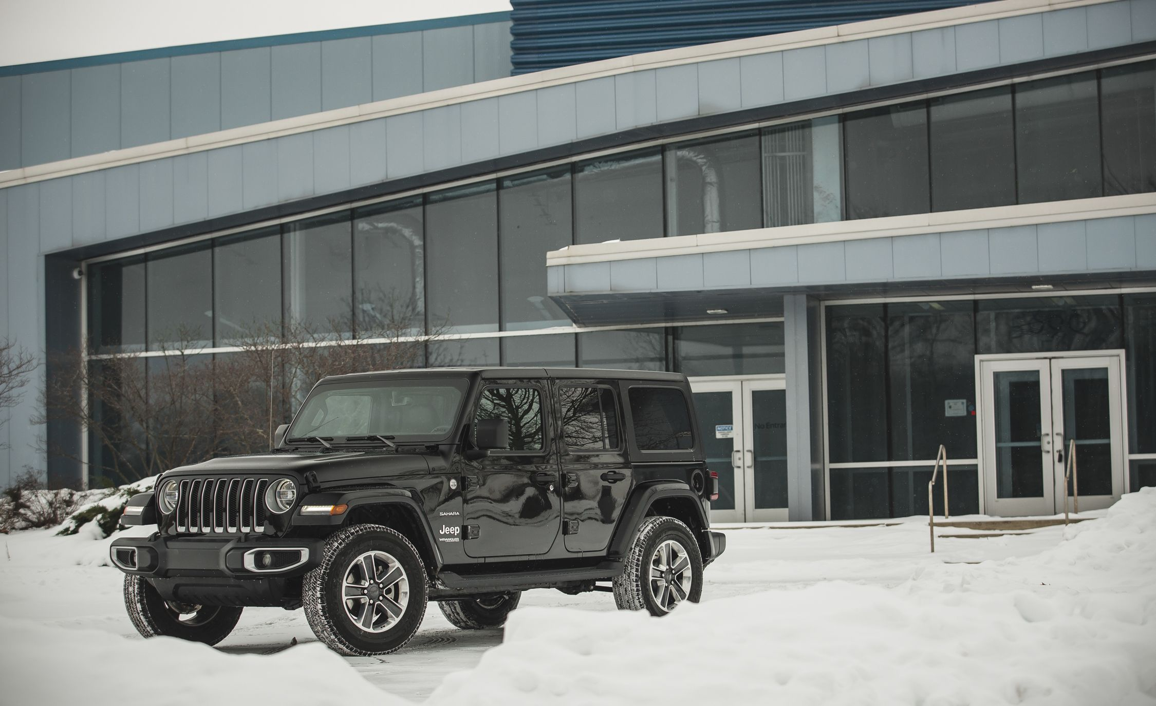 The Four-Cylinder Jeep Wrangler Is Lots More Efficient Than the V-6 | News | Car and Driver