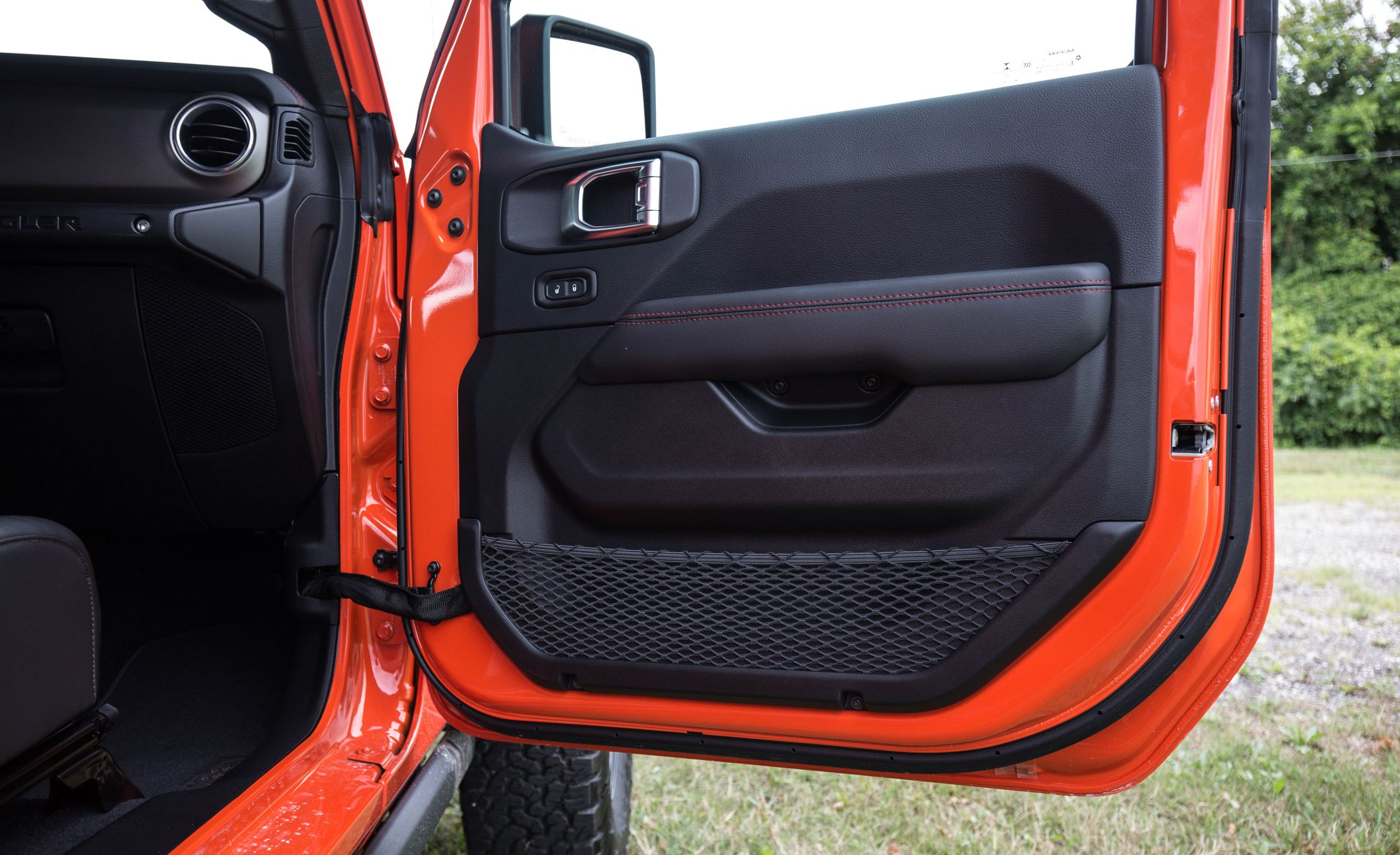 2018 Jeep Wrangler Unlimited Rubicon V-6 8AT Pictures | Photo Gallery