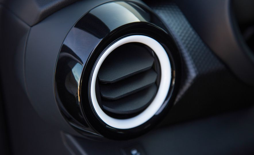 2018 Nissan Kicks - Slide 27