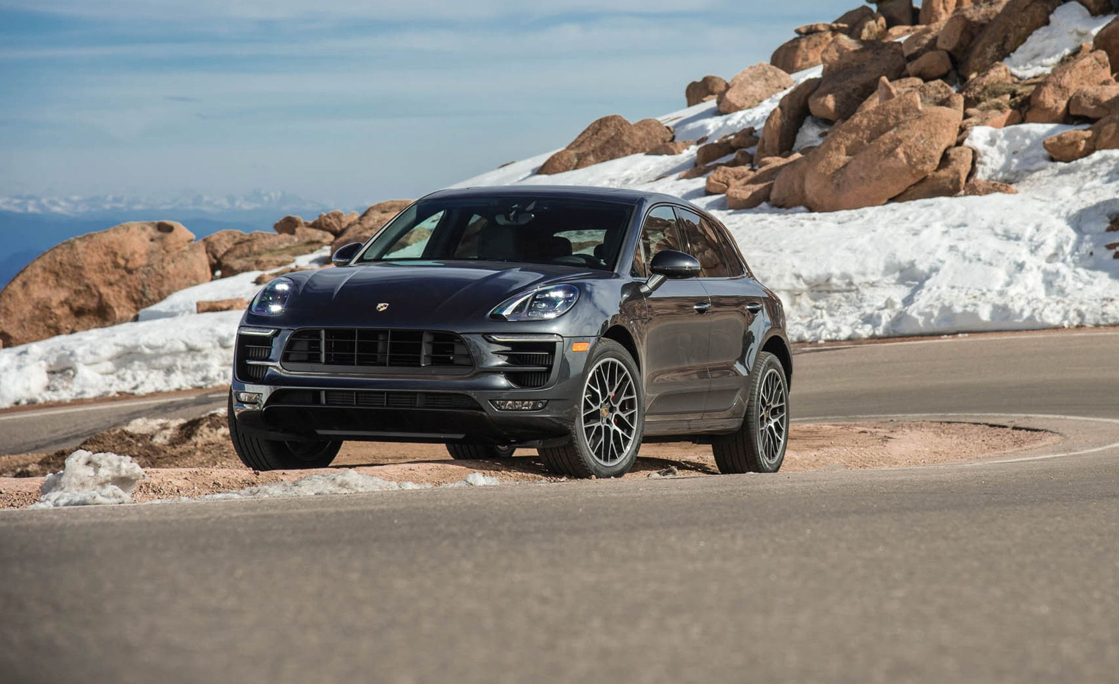 2018 Porsche Macan In Depth Model Review Car And Driver