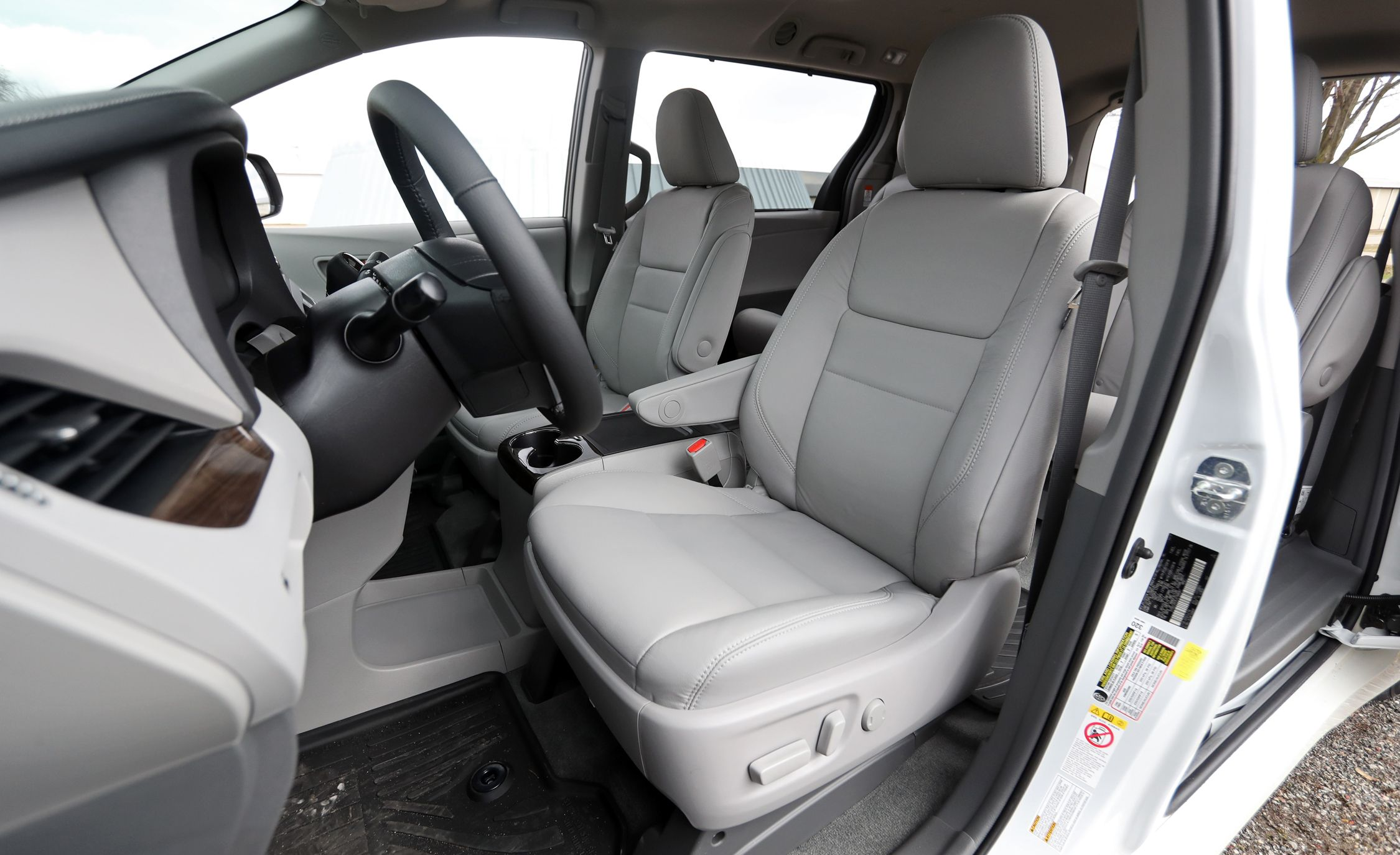 2016 toyota sienna middle seat removal