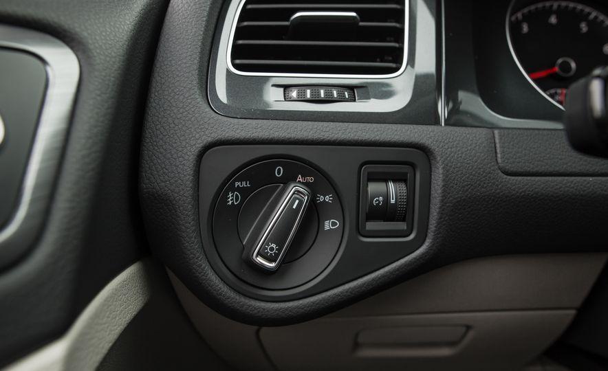 2018 Volkswagen Golf - Slide 25