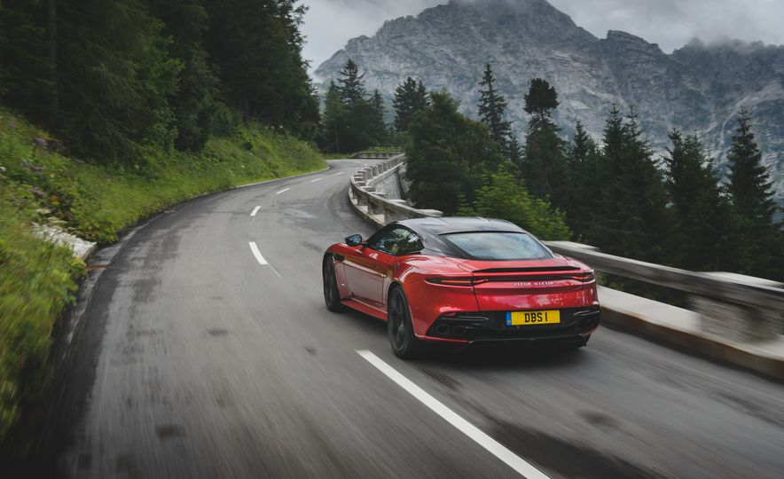 2019 Aston Martin DBS Superleggera - Slide 10