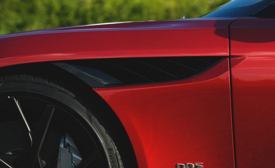 2019 Aston Martin DBS Superleggera - Slide 31