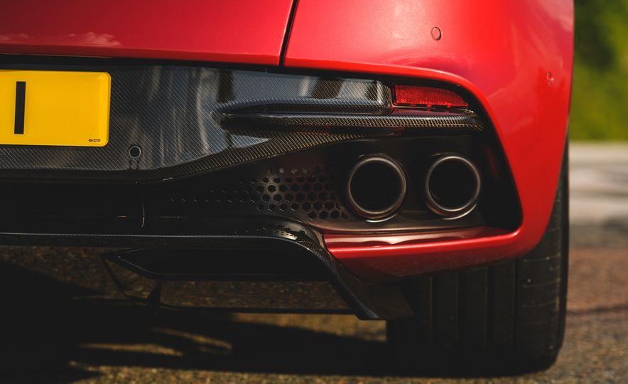 2019 Aston Martin DBS Superleggera - Slide 32