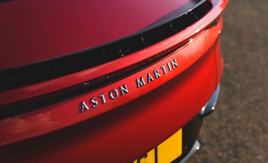 2019 Aston Martin DBS Superleggera - Slide 34