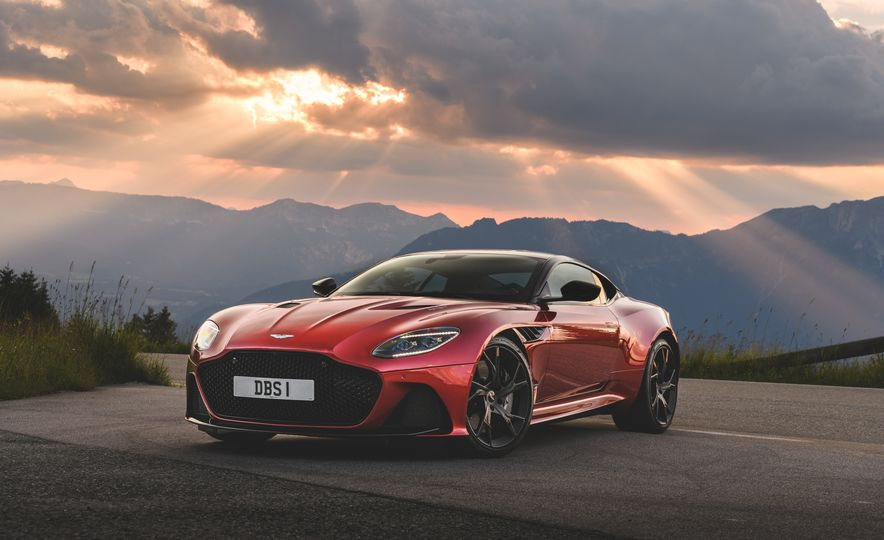 2019 Aston Martin DBS Superleggera - Slide 43