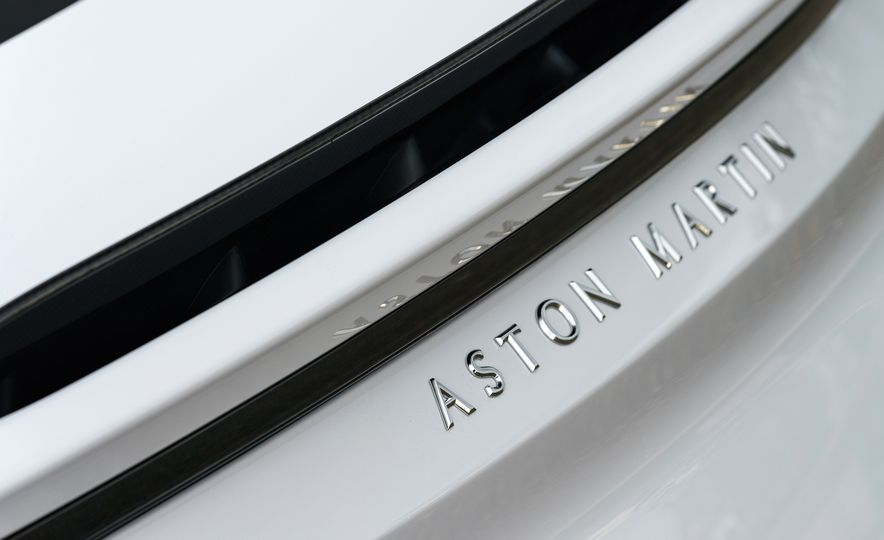 2019 Aston Martin DBS Superleggera - Slide 123