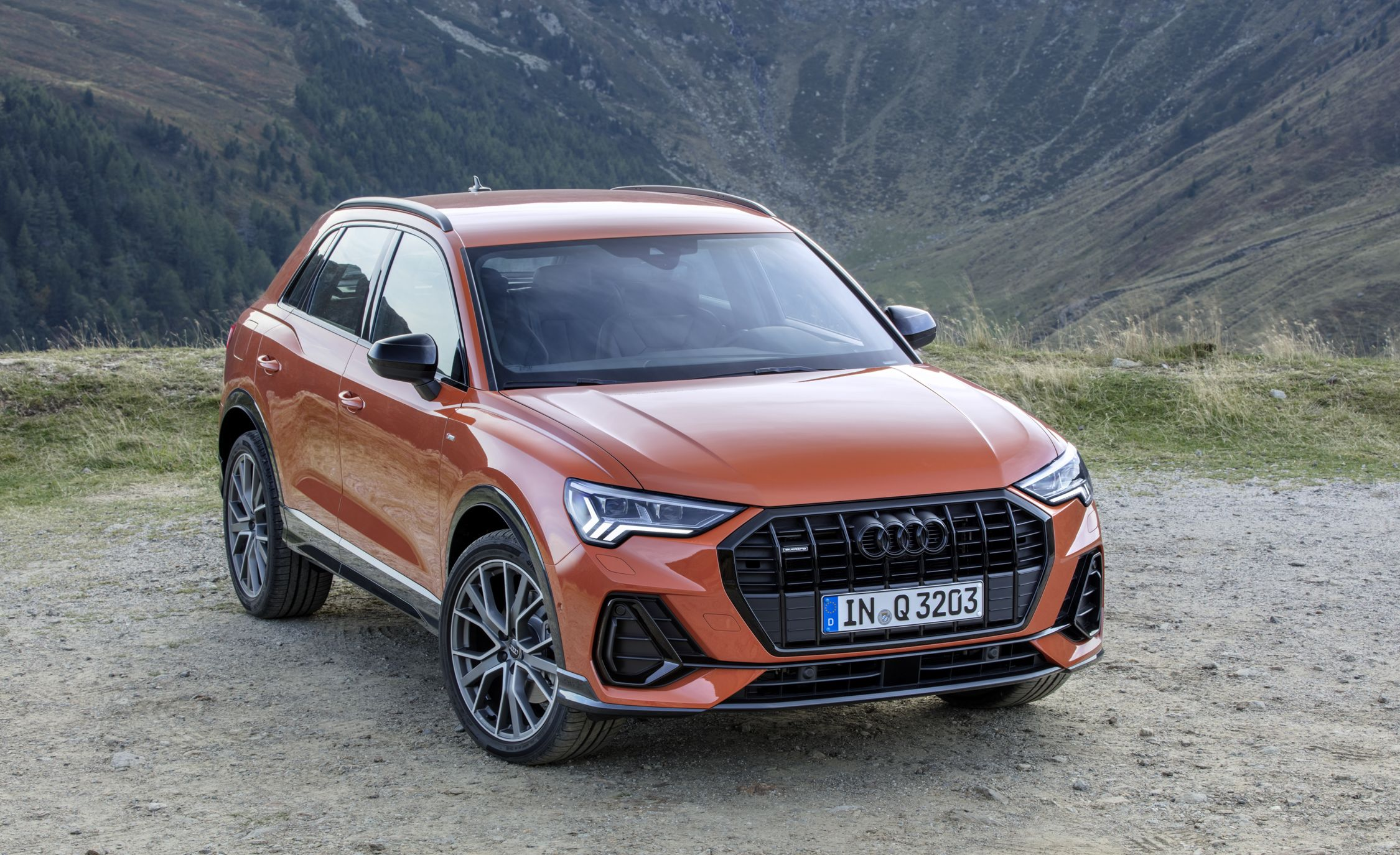 Audi Q3: photos, specifications, car features and reviews of owners 27