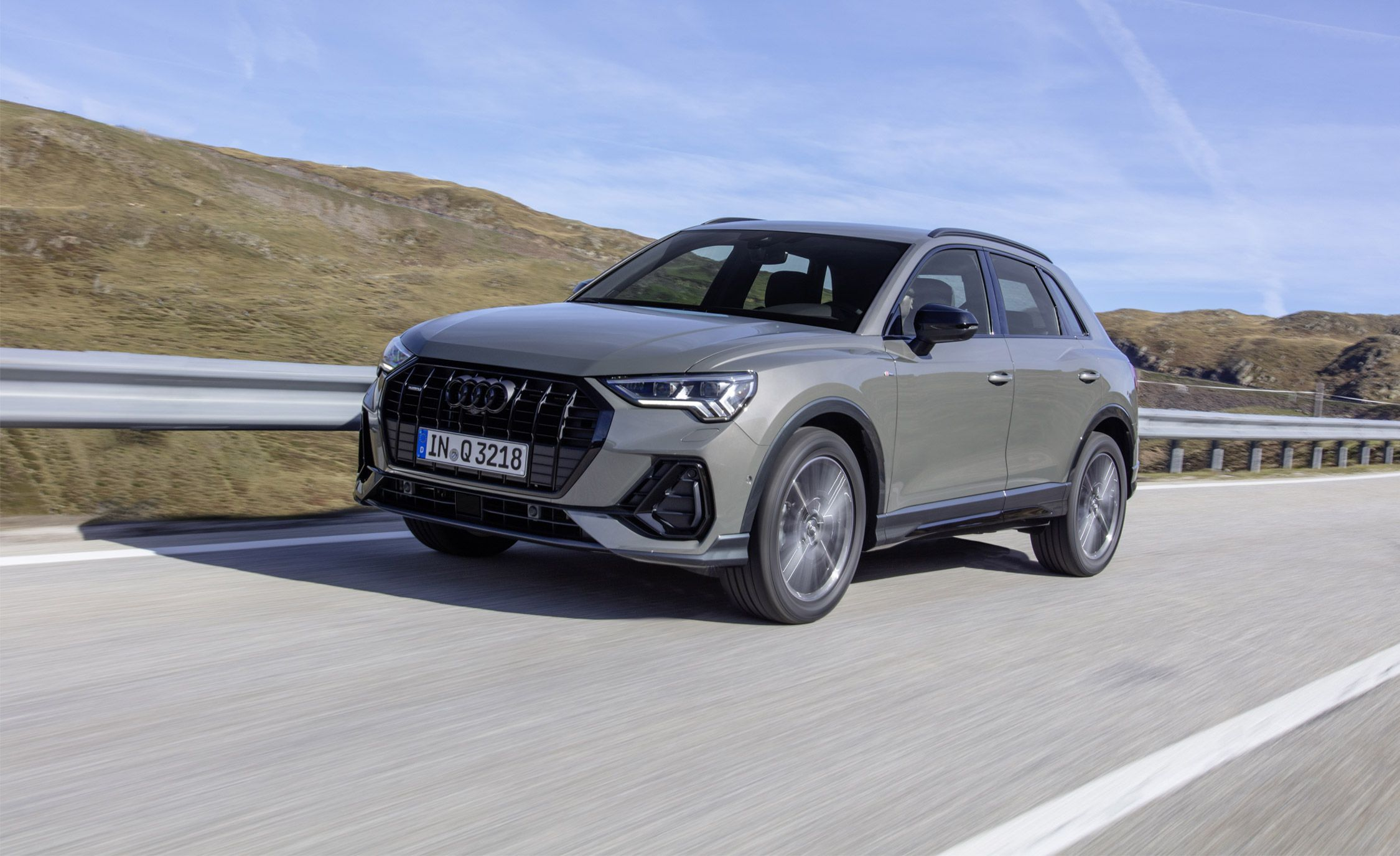 2019 Audi Q3 Reviews Audi Q3 Price Photos And Specs Car And Driver