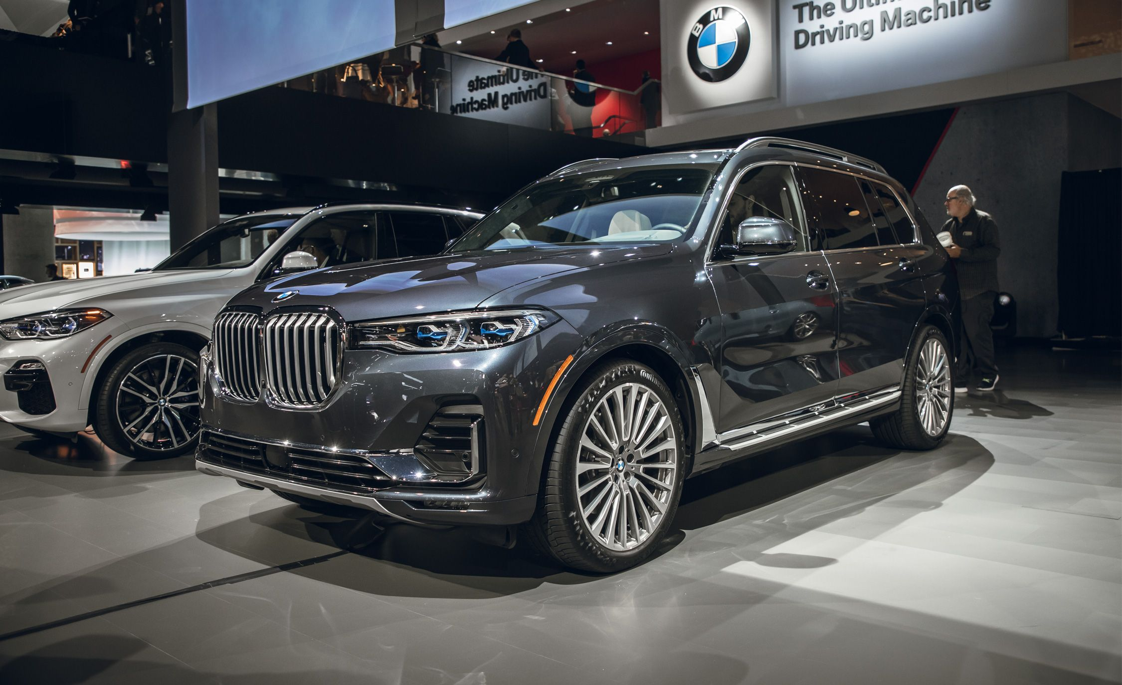 Bmw X7 Reviews Bmw X7 Price Photos And Specs Car And Driver
