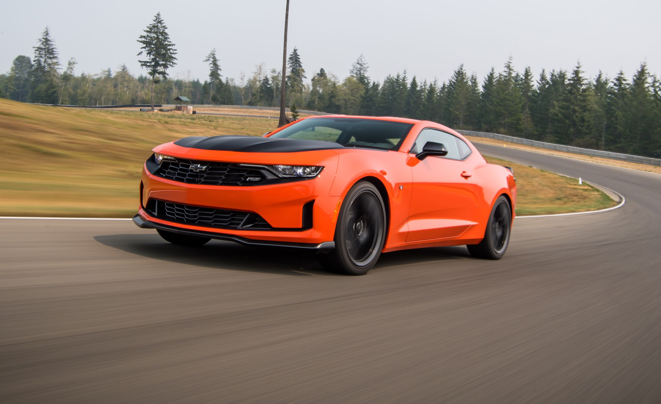 The 2019 Chevrolet Camaro Turbo 1le Sharpens The Four Cylinder Model S Reflexes