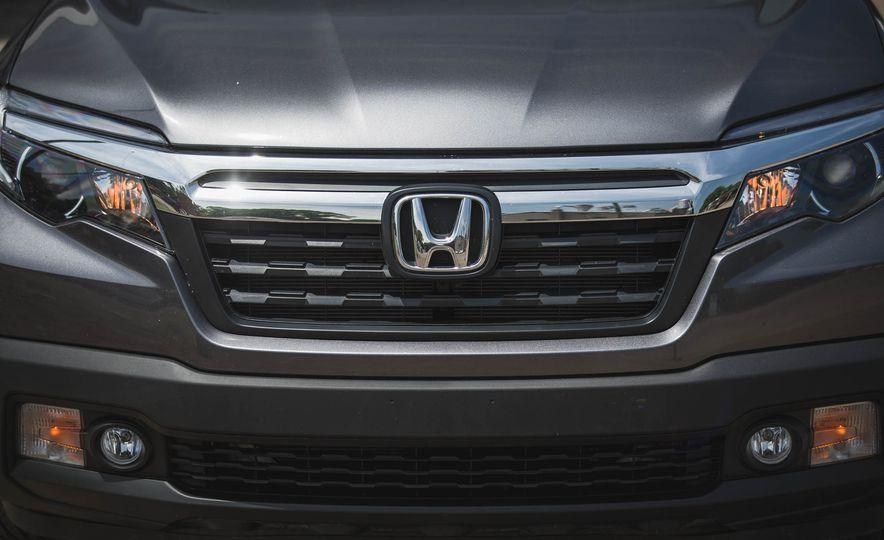 2019 Honda Ridgeline  - Slide 17