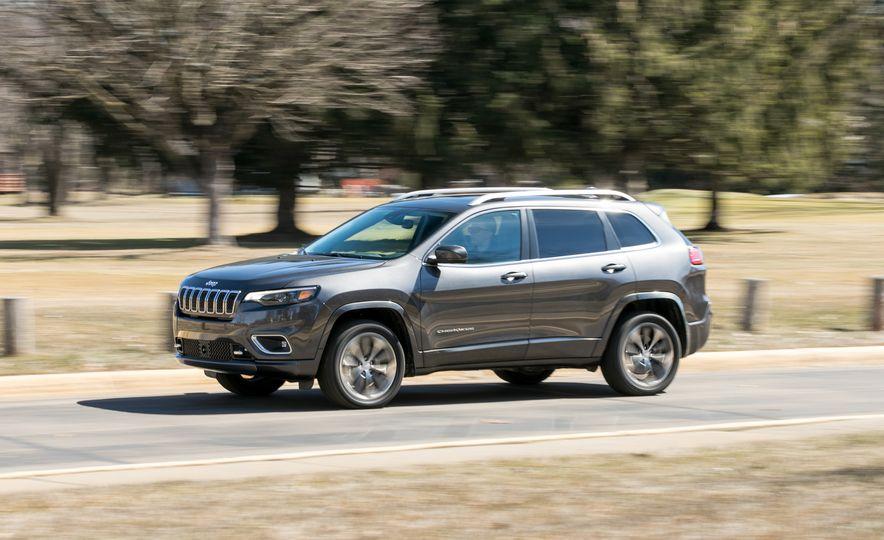 2019 Jeep Cherokee Overland - Slide 1