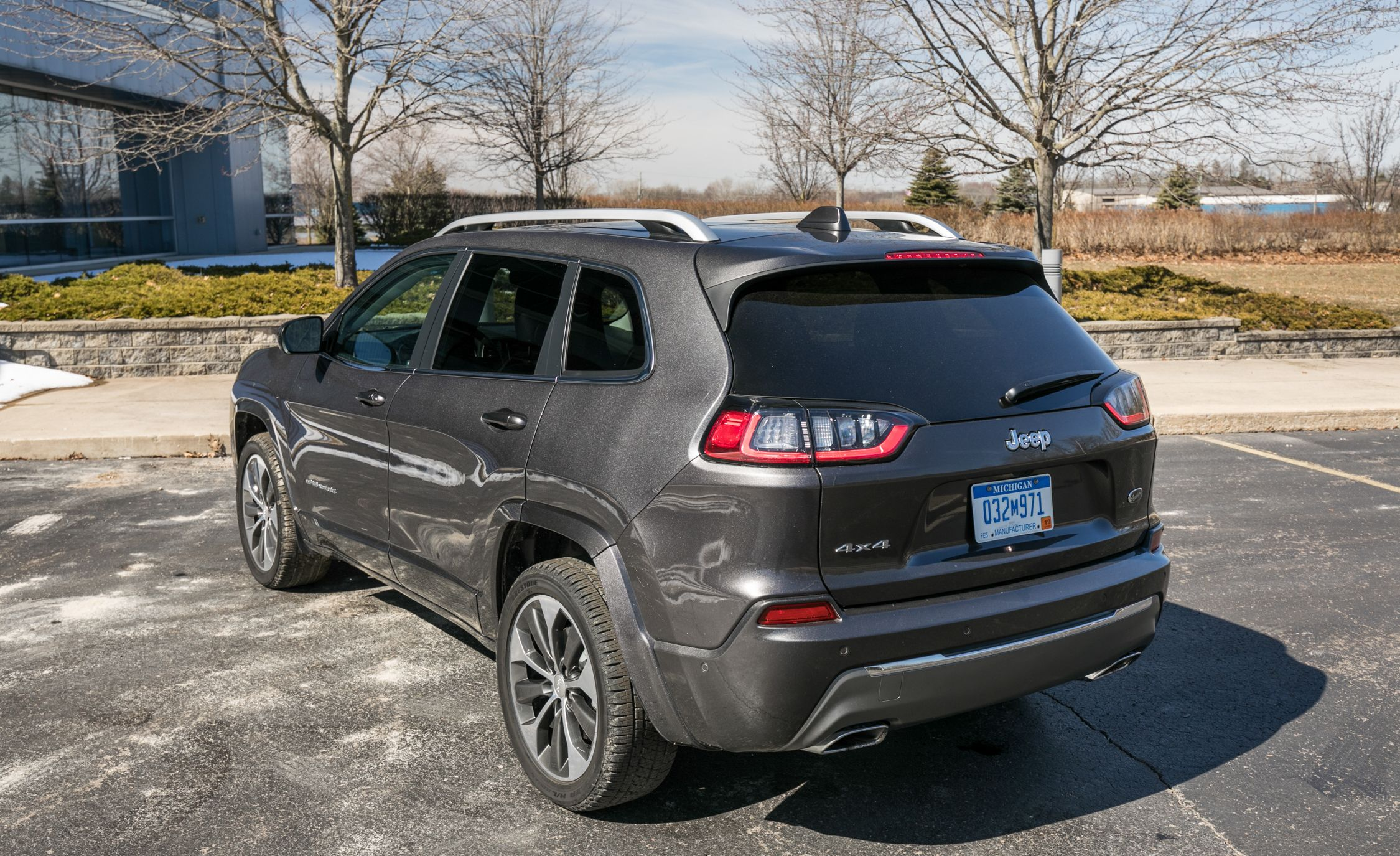 2015 jeep cherokee limited tire size