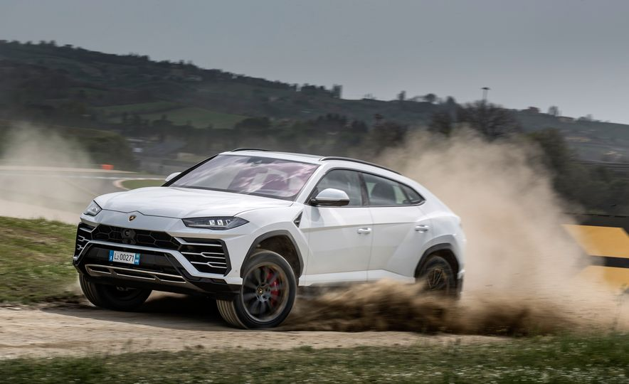 2019 Lamborghini Urus - Slide 3