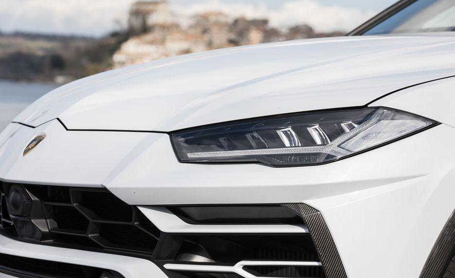 2019 Lamborghini Urus - Slide 16