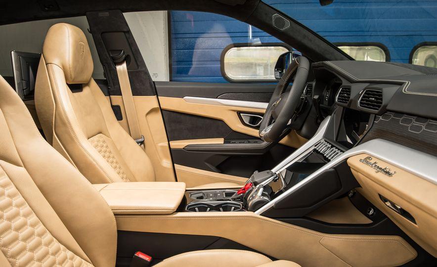 2019 Lamborghini Urus - Slide 34