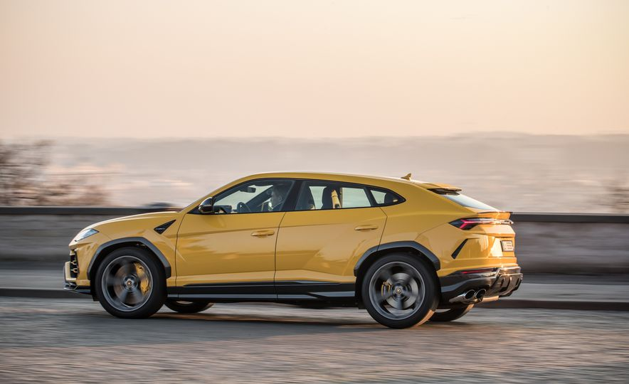 2019 Lamborghini Urus - Slide 40