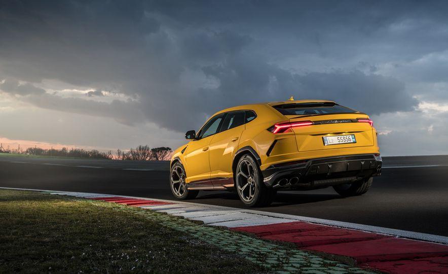 2019 Lamborghini Urus - Slide 45