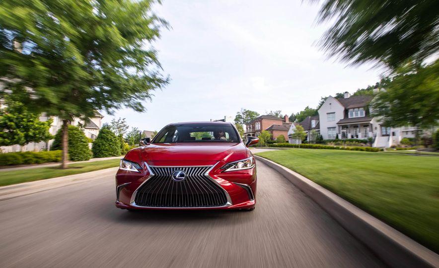 2019 Lexus ES300h - Slide 3