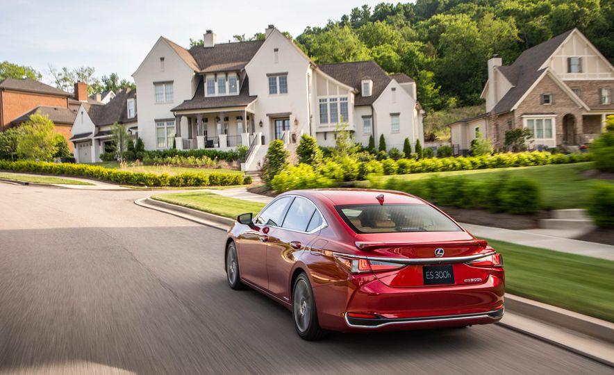 2019 Lexus ES300h - Slide 4