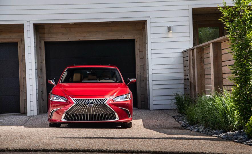 2019 Lexus ES300h - Slide 10