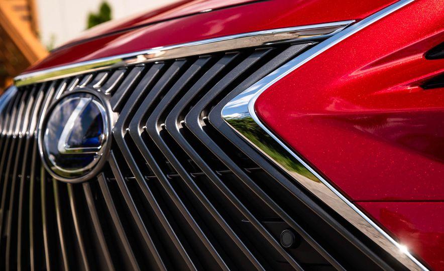 2019 Lexus ES300h - Slide 12