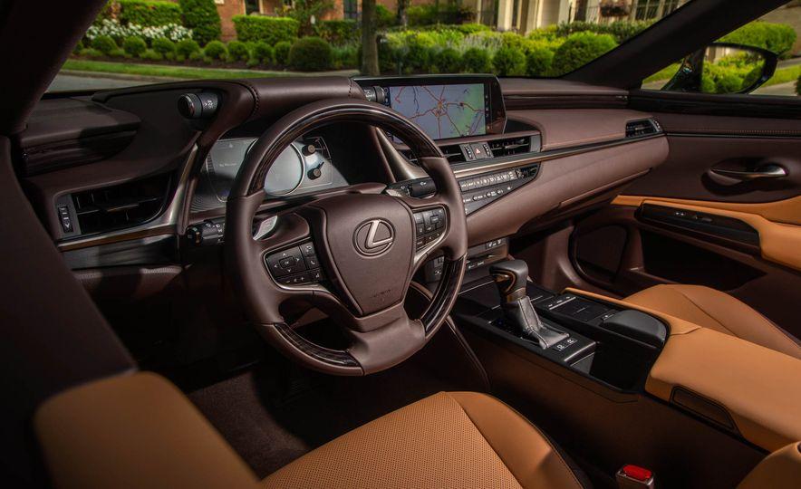 2019 Lexus ES300h - Slide 14