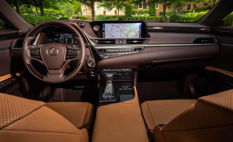 2019 Lexus ES300h - Slide 15