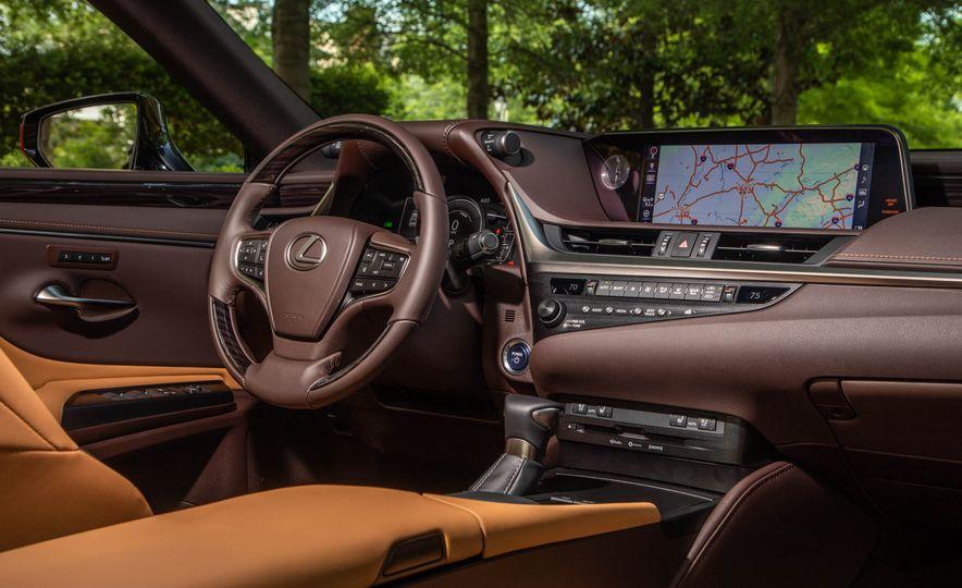 2019 Lexus ES300h - Slide 16